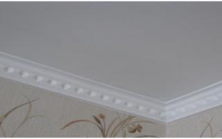 Как клеить бордюры на потолок