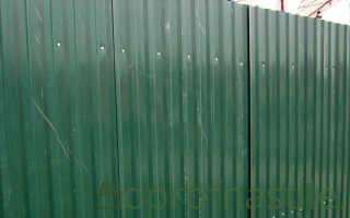 Как ровно прикрутить профнастил на забор