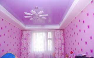 Розовый потолок какие обои подойдут
