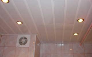 Как правильно крепить пластиковые панели на потолок