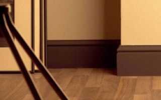 Как поставить плинтус на пол
