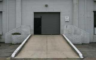 Как сделать заезд в гараж из досок