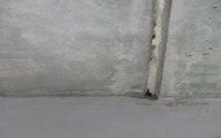 Как заделать трещину на потолке между плитами