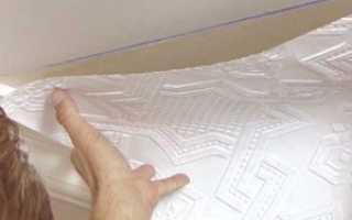 Как правильно оклеить потолок обоями